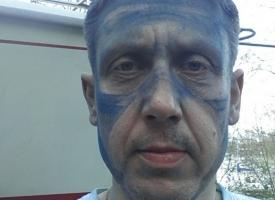 Niebieska twarz - szlifowanie antifoulingu