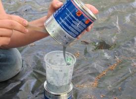 Podkład epoksydowy antyosmotyczny HS Sea-Line - mieszamy składniki (1)